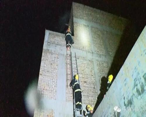 广西一27岁消防员坠楼牺牲 怀中2岁女童得救